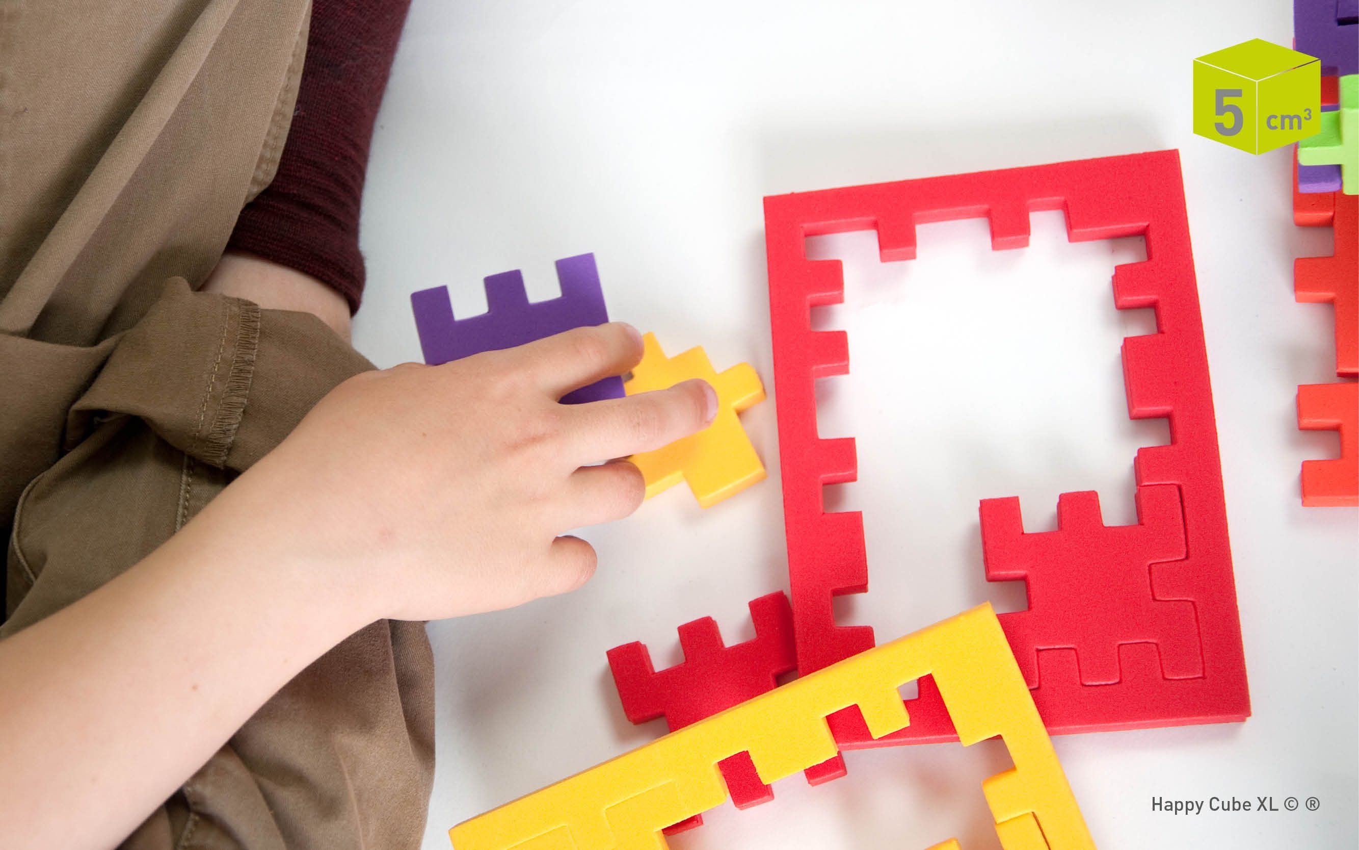 Happy_HCXL_Happy_Cube_XL-boy-puzzling-educational-game-haptic-toy